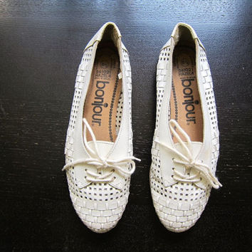 White leather 80s shoes Cut Out lace ups Tie Up oxfords Womens Leather Moccasins Preppy Boho Flats Vintage 1980s Huaraches Womens 6.5