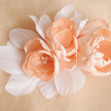 Wedding hair flower/ Wedding hair accessory/ Wedding hair clip/ Bridal hair accessories/ Bridal hair comb in ivory and white