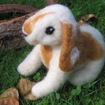 Felt bunny, custom order. Felt animal. Needlefelt bunny. Needle felted rabbit. Felt pet. Needlefelt rabbit. Sweet white and brown rabbit.