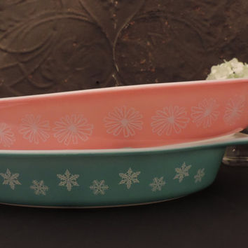 Pyrex Pink Daisy Divided Casserole Dish featuring Lid Vintage 1950s Pyrex Serving Dish