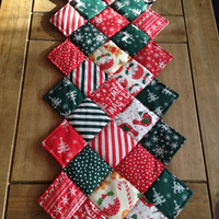 Christmas decorations~ Christmas table runner~ traditional Christmas table runner~ xmas decorations~ xmas table runner~ table runner xmas