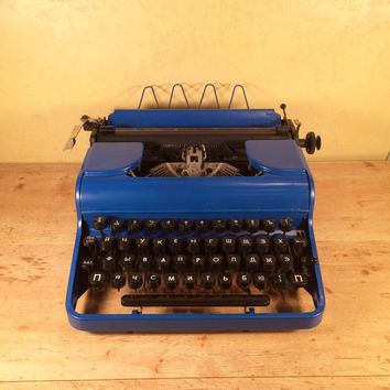 Cyrillic typewriter Olympia Progress - Vintage Typewriter - Blue Typewriter - Working Condition - 1946 Olympia manual typewriter