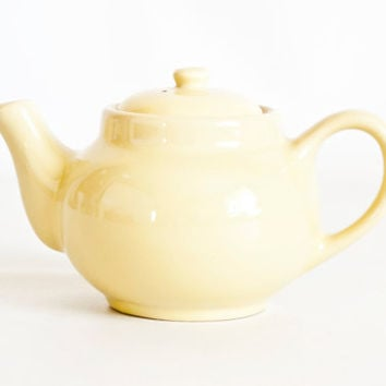 Vintage Wallace Personal Teapot, Soft Yellow Restaurant Ware Tea Pot, Made in California, 1 1/2 Cups