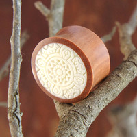 """Sono Wood Plugs with White Celtic Inlay Design (Pair) 14mm (9/16"""") 18mm (11/16"""") 20mm (13/16"""") 22mm (7/8"""")"""