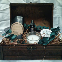 Mens Gift Box, Includes: 1 Beard Balm, 1 Beard Oil, 1 Deodorant