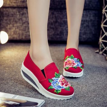 Charming 2017 New Women Shoes Casual Cowboy Lazy Vintage Loafer Wedding Breathable Flower Slip-on Comfort Embroidered Ballet
