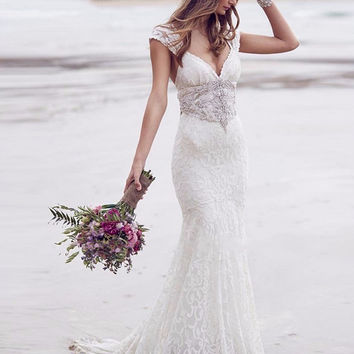 New Fashion Beach V-Neck Lace Short Cap Sleeve Backless Wedding Dresses Appliques Beads Lace Sashes Elegant Bridal Gowns