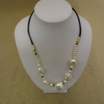 Designer Fashion Necklace 17in L Beaded Faux Pearl Female Adult White/Black -- Preowned