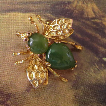 Vintage Jade Bee Scatter Pin, Figural Pendant Pin, Gold Plated, Bug, Insect, Fly Brooch, Cute!