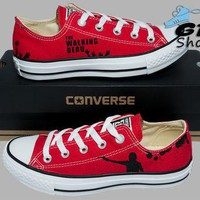 Hand Painted Converse Low. The Walking Dead. Rick Grimes. Walkers. Handpainted shoes.