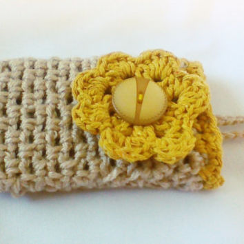 Beige Cream Crochet cell phone case/cell phone cozy/phone cover iphone 4 or 5 Mobile gadget iphone touch sleeve Mobile phone case