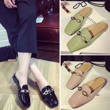 Fashion Women Pumps Casual Women Slides Square Toe Low Heels Mules Slip-on Slippers Chain Button Leisure Retro British Design