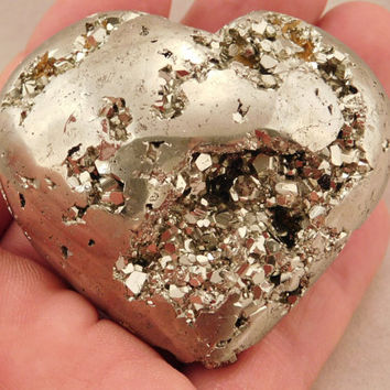 A Beautiful Pyrite Crystal HEART with Lots PERFECT Crystals! from Peru 118.4gr e