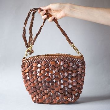 Woven Leather Bag Tan Vintage. Boho Bag Genuine Leather. Messenger Bag Ethnic. Cross body bag Caramel Shade. Bucket closure Bag 80s gift