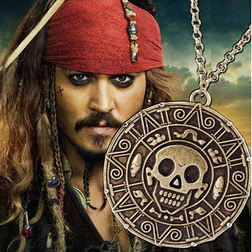 2016 Hot Free shipping Movie Jewelry Pirates of the Caribbean Aztec Skull Pendant Exaggerated Jewelry Men Vintage Necklace