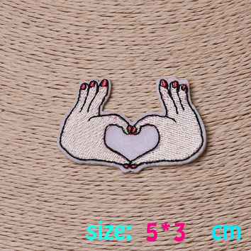 2016year New arrival 1PC hand love Iron On Embroidered Patch For Cloth Cartoon Badge Garment Appliques DIY Accessory