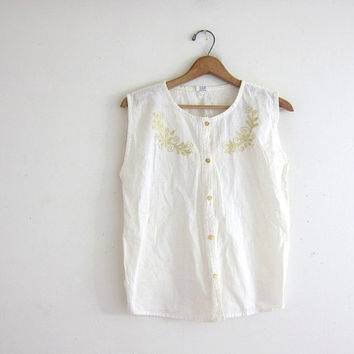 20% OFF SALE vintage sleeveless shirt. off white top. embroidered shirt. button up tank top. minimalist.