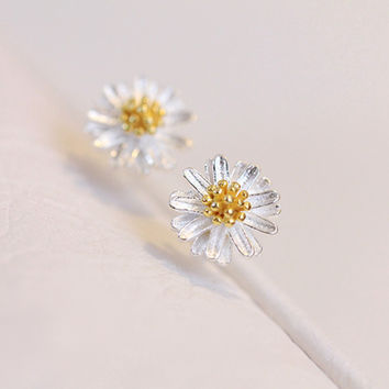 Sterling Silver Tiny Daisy Flower Studs Earrings. Pretty Floral Earrings Studs