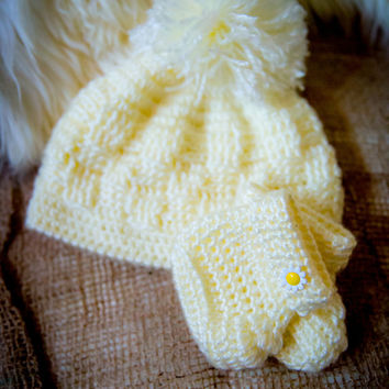 Crochet baby hat and booties in yellow.