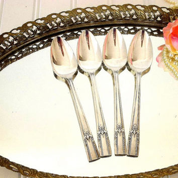 Vintage Wm A Rogers teaspoons silver plated AA heavy silver plate tea spoon set FOUR, tea party silverplated teaspoons Oneida ltd floral