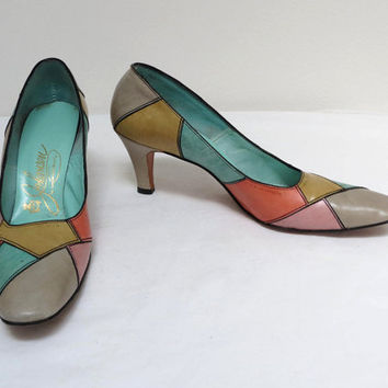 Patchwork Pump Shoe in Spring Pastel Colors by Johansen size 10 Narrow AAAA #vintageshoes #vintagepump #patchwork #spring