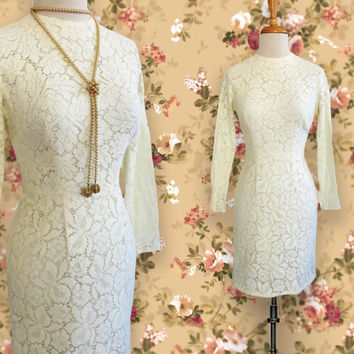 Vintage Short Long Sleeve Cream Colored Lace Dress.  Vintage Dress. Size Small