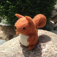 Needle Felted Squirrel, Red Squirrel Doll, Woodland Toy, Felt Squirrel, Squirrel Plush, Miniature Squirrel, Tiny Wool Felt Animal, Waldorf