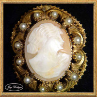 Florenza Carved Shell Cameo Vintage Brooche that also may be worn as a necklace.