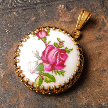 Vintage gold plated pendant, with porcelain cabochon