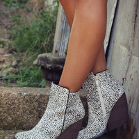 SZ 7.5 Very Volatile Feverdream Wedge Ankle Boot