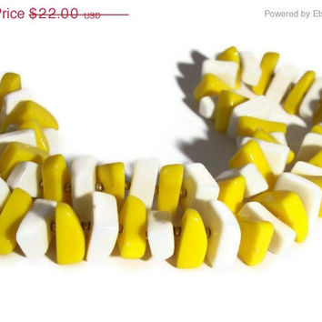 SALE 10% OFF Vintage Yellow And White Lucite Plastic Gold Tone Chunky Necklace Summer Sun Spring Wear Great gift Hippie Boho