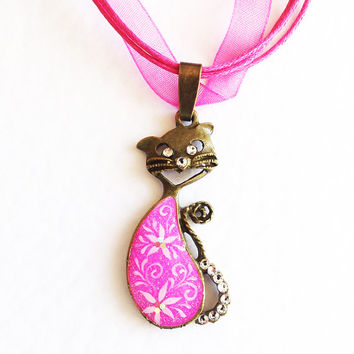 Gift for Pet Lover Pendant Kitten Kitty. Hand painted cat kitten flowerpink white gift for her