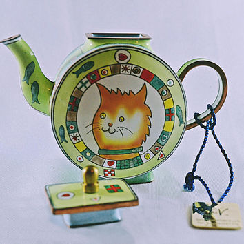 Charlotte di Vita Miniature Teapot, Trade Plus Aid Collectible Miniature, Numbered Edition Collectible, Orange Cat Miniature