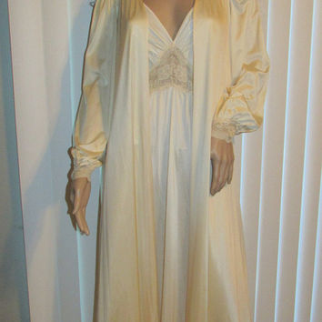 Vintage Olga Peignoir / Olga Nightgown Robe Set / Ivory Full Length Nightgown Robe / Bridal / Honeymoon / Trousseau / Lace Lingerie