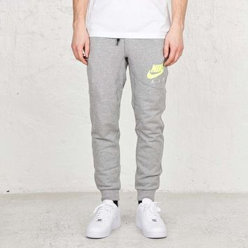 Nike AW77 FT Cuff Pant-Air - 647482-063 - Sneakersnstuff | sneakers & streetwear online since 1999