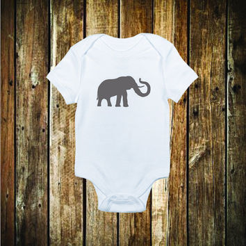 Elephant Onesuit Grey, Hand Printed Baby clothes, zoo animals, elephant on Onesuit, Great clothing gift for babies, Baby shower gift