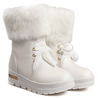 White Snow Boots With Lace and Fur Design