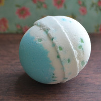Bath Bomb *Wakame* Refreshing Ocean Scent! Extra Large Shea Butter Bath Bomb, 6 ounces!!