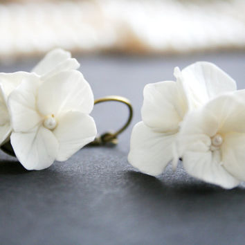 Bridal earrings, Wedding Earrings - white hydrangea. Bridal flower earrings. Wedding flower earrings. Clay earrings. Wedding, Bridal Jewelry