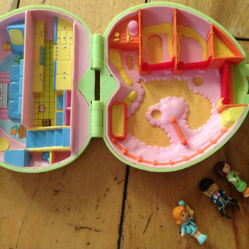 Vintage Polly Pocket Miniature Toy House & People Pony's Club