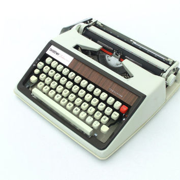 Vintage Mid Century Light Grey Manual Typewriter Brother Deluxe1300