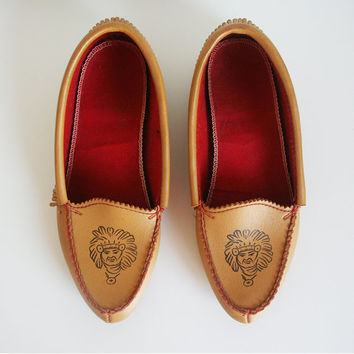 vintage 70s women's loafers / fringe / moccasins / tan / faux leather / slippers / size 9