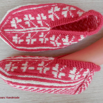 Turkish hand knitted women's pink colour slippers, slipper socks with clover pattern.