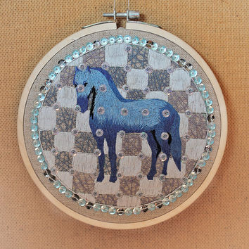 Horse Hoop Art. Horse Embroidery. Horse embroidery wall art. Horse hoop wall decor. Horse Embroidery Art. Horse modern embroidery.