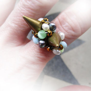 Copper Spike Ring with Crystals and Freshwater Pearls. Punk Ring with Spikes & Mint Green Crystals - Ring med Nitar och Kristaller