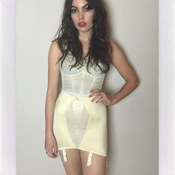 60's CREAM GIRDLE - open bottom - lace accents - xs/s