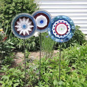 Garden Art Glass Yard Stake Red White Blue Outdoor by jarmfarm
