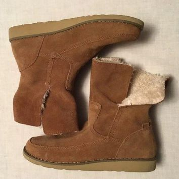 DCCK7BE Womens Size 6 Sanuk Fleece Lined Fashion Boots/ slippers