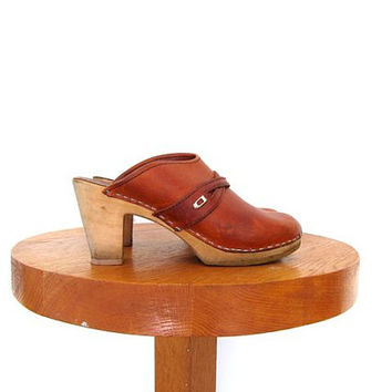 Vintage brown leather clogs. Swedish clogs. High heel wooden slip ons. Chunky leather mules. 39