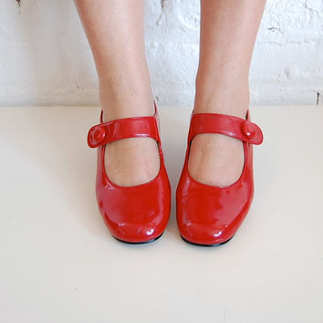 red patent leather mary janes us 7/ eur 375 by brownbagvintage